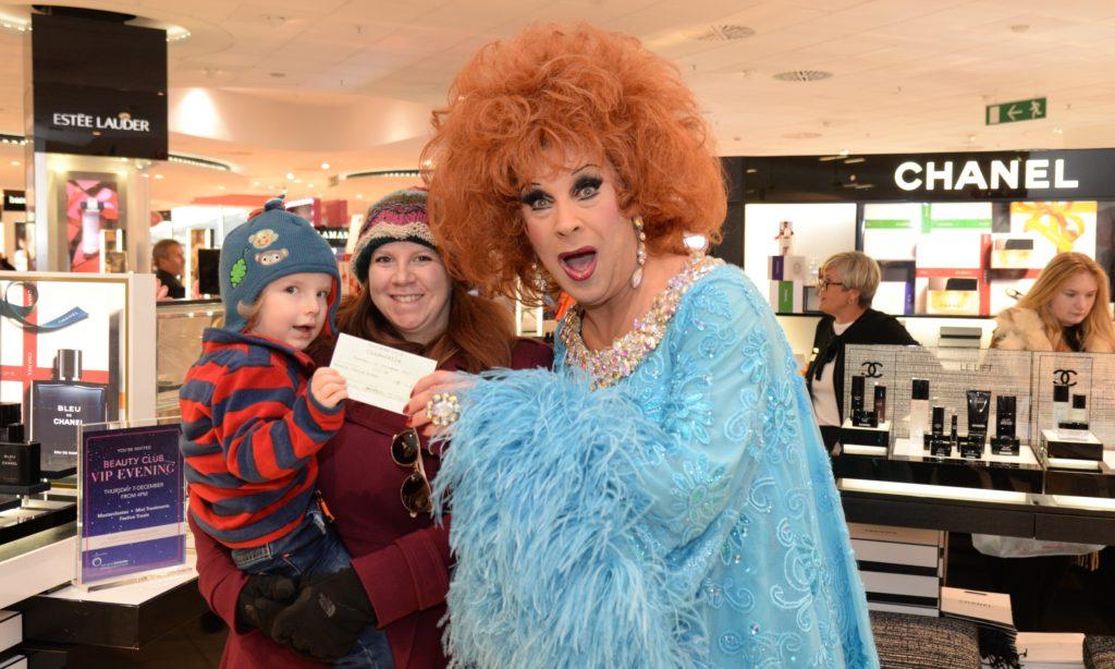 fc4d22e5fa5c Cinderella star Ceri Dupree surprises Xmas shoppers at Debenhams, Birmingham