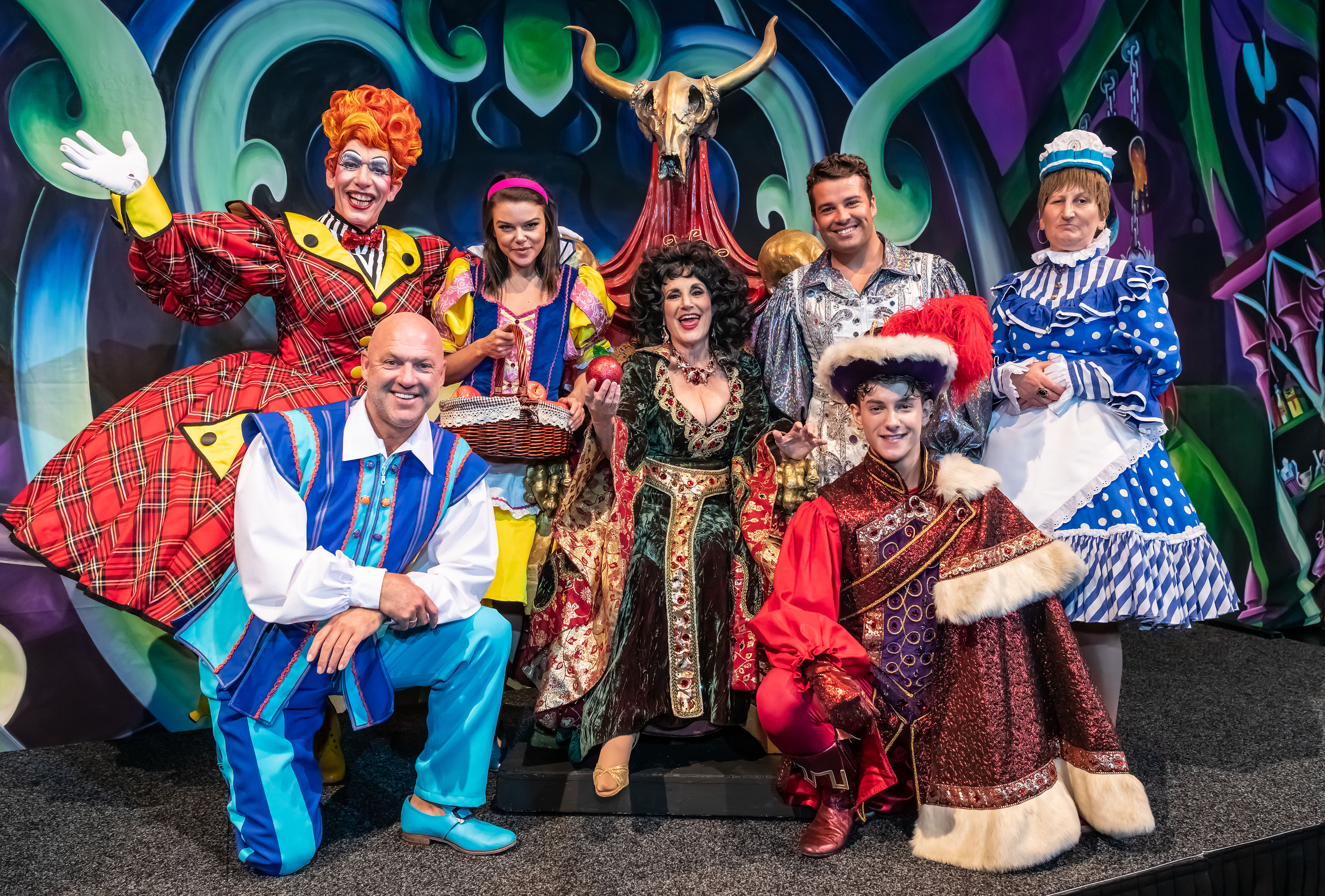 Andrew Blake Five Stars 2 cast of snow white and the seven dwarfs together for the